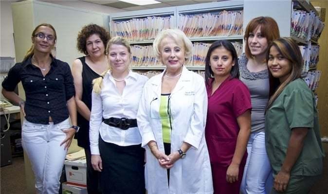 Dra. Ludmila Bess y parte de su equipo